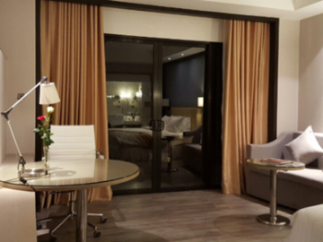 courtyard_by_marriott_siem_reap_resort_guestroom_with_desk
