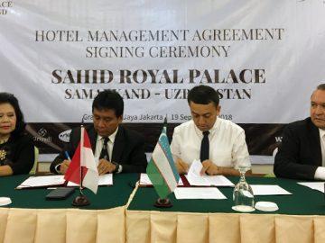From left: Sahid Hotels & Resorts' Yanti Sukamdani and Hariyadi Sukamdani; Royal Palace's Sadhullokhon Mavlyludov; and Uzbekistan's ambassador to Indonesia Ulugbek Rozukulov